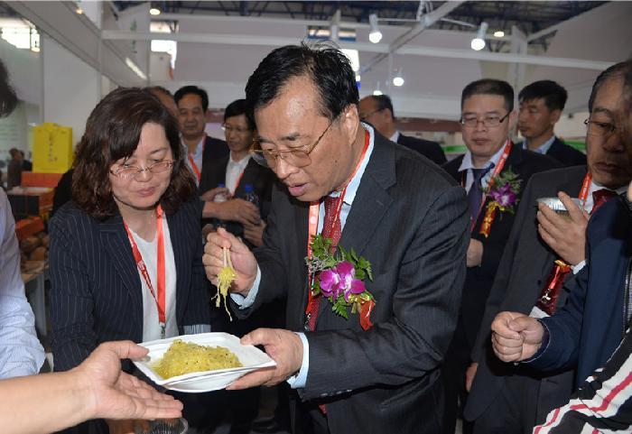 中国农业国际合作促进会副会长周启疆、市政府副市长张海峰