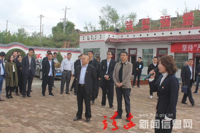 全县基层党建现场会在小河镇召开