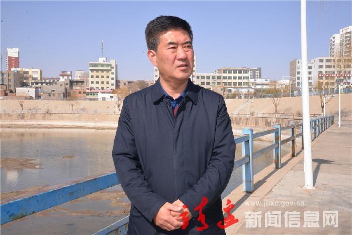 """【人大代表风采】住建局长 伊当湾村主任""""暖民心""""的故事"""