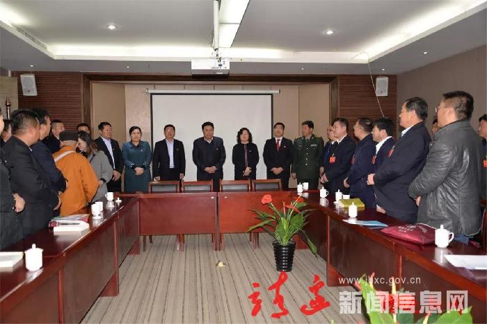縣級領導看望人大代表和政協委員