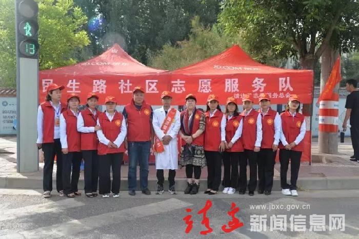 靖邊縣多名志愿者走上街頭,為考生加油