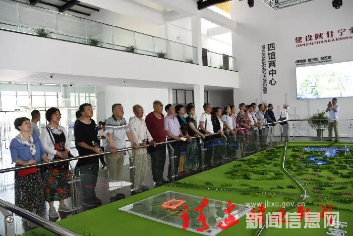 靖边县联谊会组织会员到榆林市参观学习