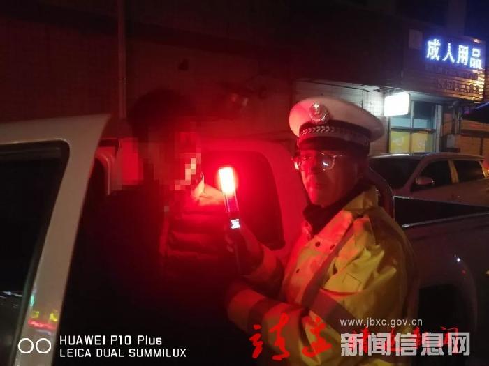 靖边:两聋哑人酒后驾车被查 手语老师现身破开谜团