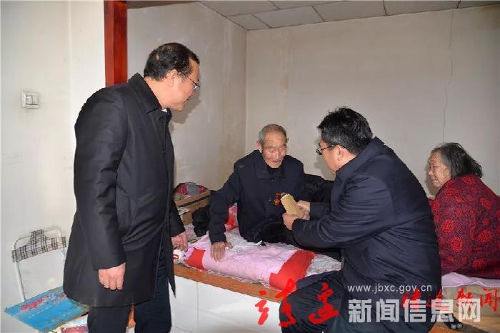 李万昌节前慰问暖人心