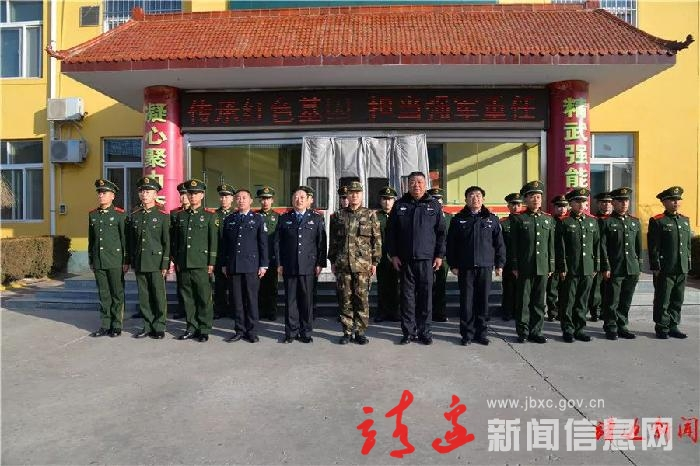 楊利軍節前看望慰問公安局指揮中心和交警巡警武警